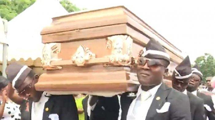 Jadi Kehormatan, Penari Pembawa Peti Mati Ghana Impikan Antar Ronaldinho ke Peristirahatan Terakhir