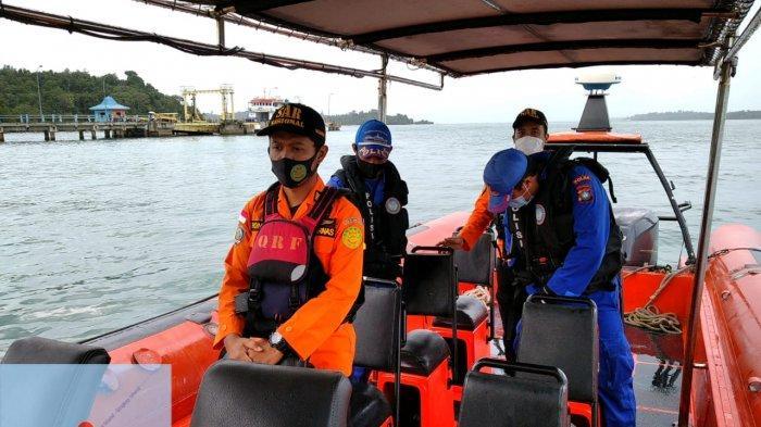 TIM SAR - Tim Sar sedang mencari terhadap satu orang awak kapal kayu yang diduga hilang di Kabupaten Lingga, Provinsi Kepri.
