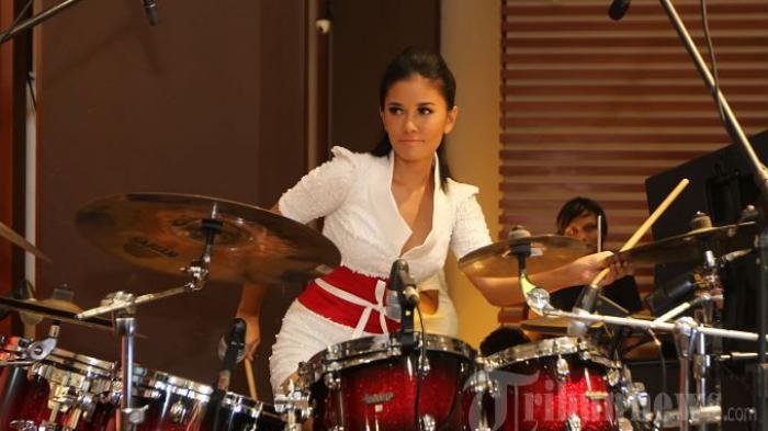 Mau Tahu Mas Kawin yang Didapat Drummer Cantik Titi Rajo Bintang dari  Pengusaha Taksi Ternama?
