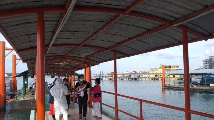 TKI DI SRI BINTAN PURA - Pemeriksaan protokol kesehatan Tenaga Kerja Indonesia atau TKI di Pelabuhan Sri Bintan Pura Tanjungpinang, Kamis (12/11/2020).