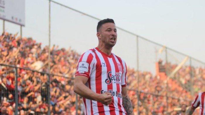 DEAL ! Arema FC Rekrut 3 Pemain Asing, Jonathan Bauman Eks Persib Termasuk?