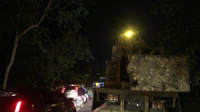 truk BP 9218 ZH yang diduga mengalami rem blong dan menghantam pengendara yang melintas di Jalan Gajah Mada, Tiban Kampung, Sekupang, Rabu (4/12/2019) malam.