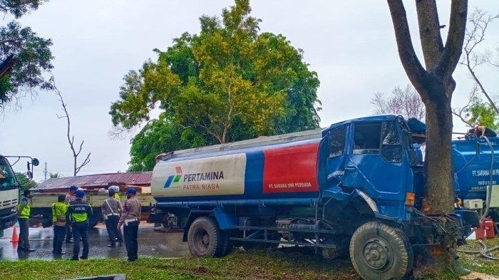 Kecelakaan di Batam, Truk Pertamina Ringsek Hantam Pohon di Jalan Yos Sudarso