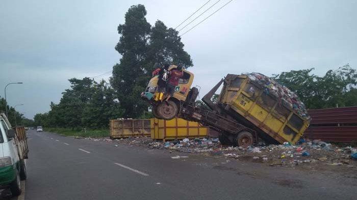 Truk Sampah di Batam Pakai Armada Tua