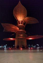 Tugu Daun Sirih Emas di Tanjungpinang Jadi Destinasi Wisata Baru