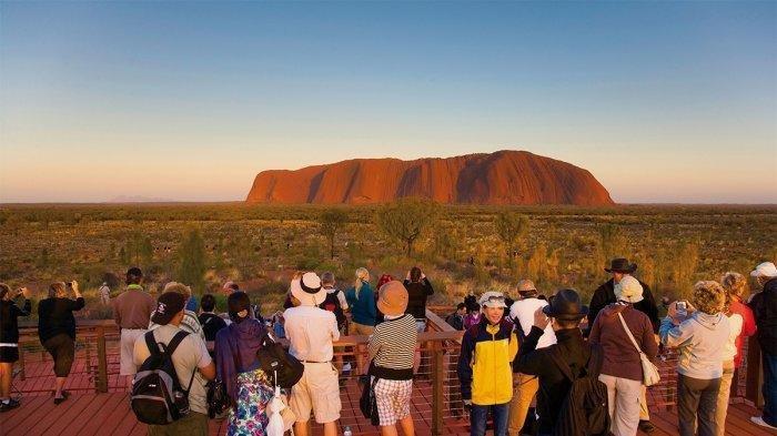Australia Tutup Wisata Mendaki di Uluru, Lokasi Sakral bagi Suku Aborigin