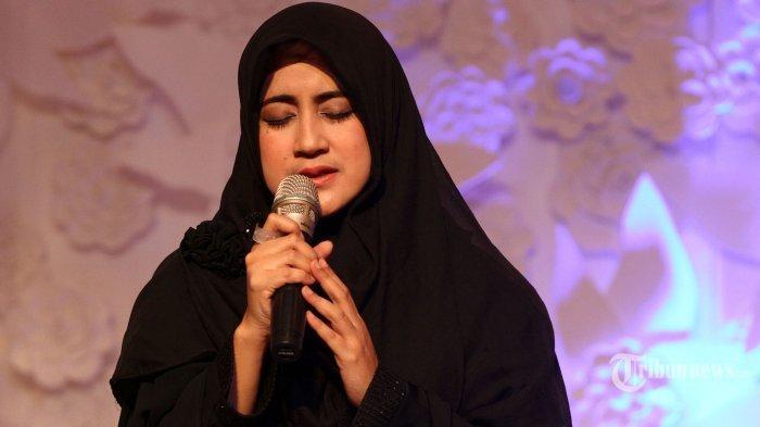 Umi Pipik Dian Irawati dalam acara 'The 20th Journey of Wardah' di The Hall, Senayan City, Jakarta Selatan, Jumat (26/6/2015).
