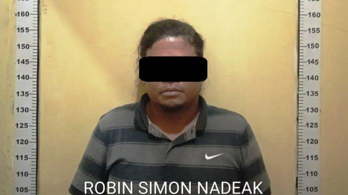 Robin Simon Nadeak (40) di Polsek Sei Beduk. Pria ini diduga terlibat kasus curanmor di Batam.