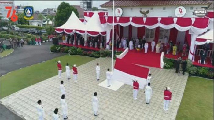 Upacara Kemerdekaan HUT RI ke-76 di Halaman Gedung Daerah Provinsi Kepri di Tanjungpinang, Selasa (17/8/2021).