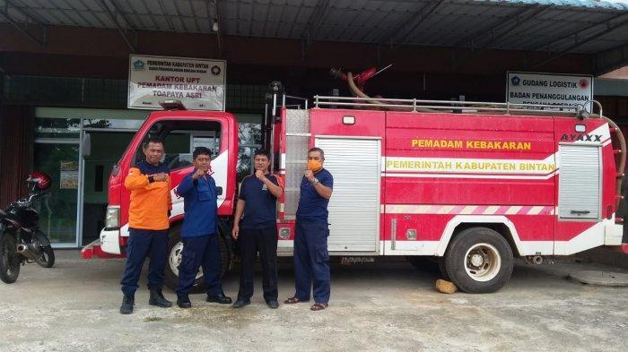 Siagakan Mobil Damkar Tampung 3 Ribu Liter Air, UPT Damkar Toapaya Pantau Kebakaran Lahan di Bintan
