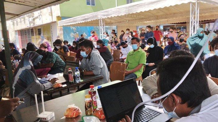 VAKSINASI CORONA DI BATAM - Pelaksanaan vaksinasi corona di Kelurahan Sei Pelunggut, Kecamatan Sagulung, Kota Batam, Provinsi Kepri, Kamis (1/7/2021).