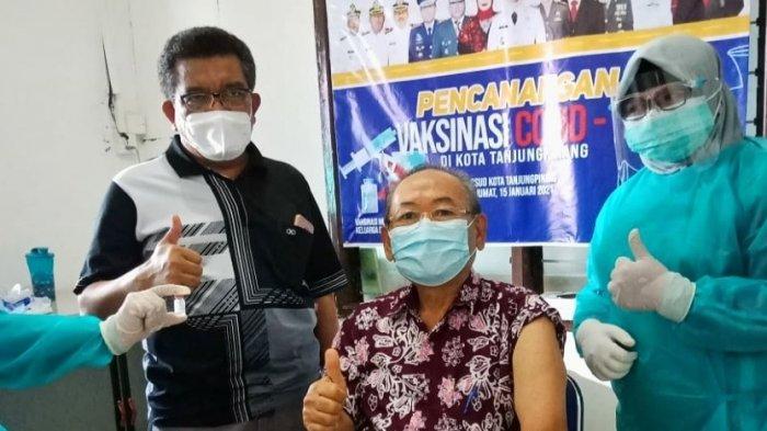 387 Nakes RSUD Tanjungpinang Dapat Vaksin Corona, Tetap Kawal Protokol Kesehatan. Foto pemberian vaksin corona ke tenaga kesehatan di RSUD Tanjungpinang.