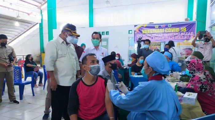 VAKSINASI CORONA DI KARIMUN - Vaksinasi corona di UPT Pukesmas Balai, Kabupaten Karimun, Provinsi Kepri beberapa waktu lalu.