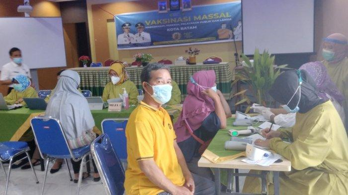 Kunjungan Presiden Jokowi ke Kepri, 1.500 Lansia Kecamatan Sagulung Divaksin Corona