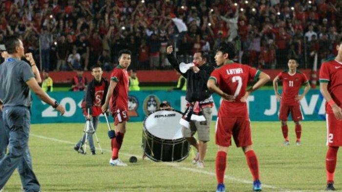 Indahnya Victory Clap Suporter Indonesia U-19 di Sidoarjo, Bikin Merinding