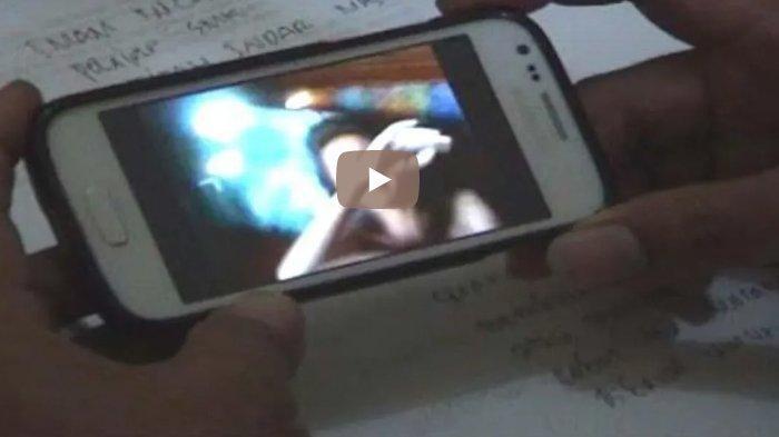 Beredar Video Siswa-siswi SMK Beradegan Panas secara Live di Facebook, Warga pun GEGER