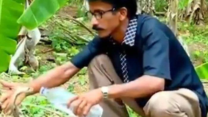 VIRAL Video Petugas Hutan Berikan Minum Ular Kobra, Ungkap 'Tanda' Ular Jika Kehausan