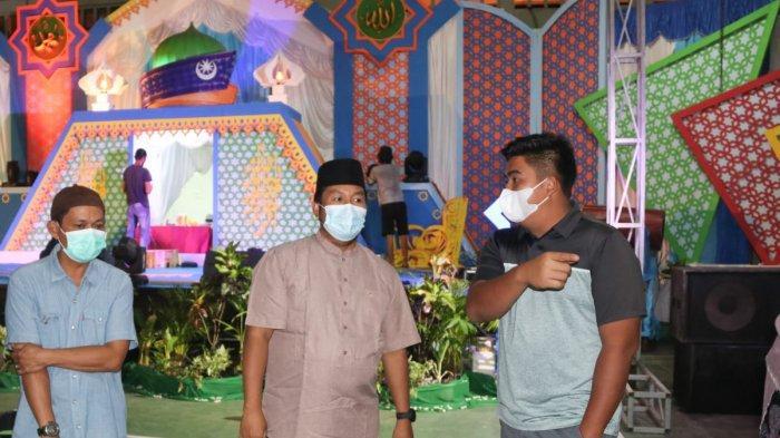 Wabup Bintan Robby Kurniawan saat meninjau lokasi MTQ, Selasa (6/4/2021) malam.