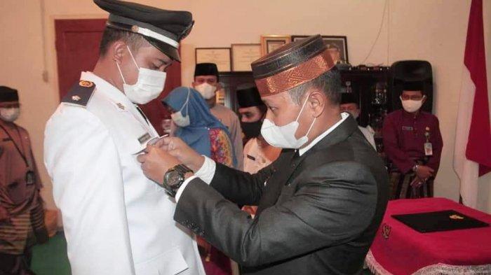 Wakil Bupati Lingga Lantik Pjs Kades Pantai Harapan, Singgung Pilkades Serentak