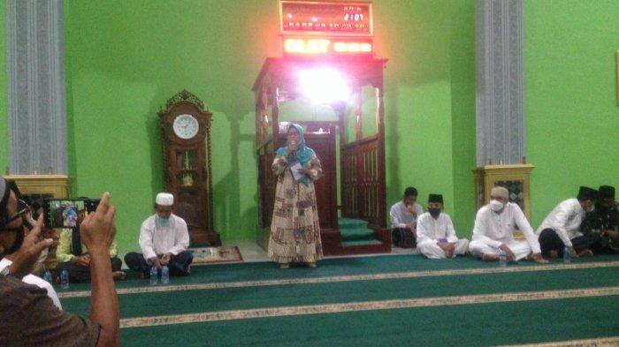 Wakil Bupati Natuna Ngesti Yuni Suprapti di Masjid An-Nur Kelurahan Batu Hitam, Kecamatan Bunguran Timur, Kabupaten Natuna, Provinsi Kepri.