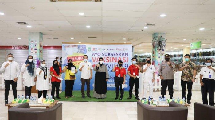 Wakil Gubernur Kepri, Marlin Agustina saat meninjau pelaksanaan vaksinasi covid-19 di DC Mall Batam, Rabu (2/6/2021) kemarin.