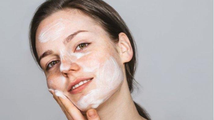 5 Tips Menghapus Makeup yang Benar Agar Wajahmu Tampak Awet Muda dan Tidak Keriput