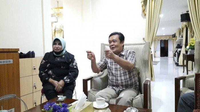 Wali Kota Tanjungpinang, Rahma bersama Suami Agung Wiradharma saat menyampaikan hebohnya isu miring yang banyak beredar.