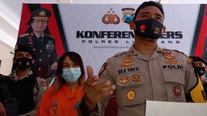 Kapolres Lumajang AKBP Eka Yekti Hananto Seno saat merilis wanita yangv terlibat begal di Polres Lumajang, Jumat (30/4)