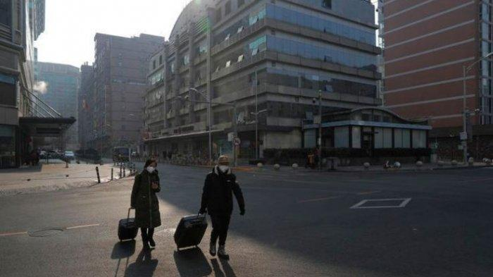 People wear masks as they walk in an empty street after Chinese New Year celebrations were cancelled in Beijing, China, 25 January 2020. On 25 January, the National Health Commission of China confirmed the death toll from the Wuhan coronavirus outbreak has risen to 41 with 1,287 cases of patients infected as of 24 January. EPA-EFE/WU HONG (WU HONG)