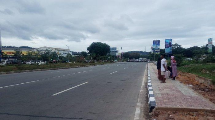 Tak Ada Halte ke Punggur, Warga Batam Terpaksa Tunggu Bus Trans Panas-Panasan di Pinggir Jalan