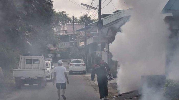 Warga Tiban Palem Cegah Demam Berdarah, Kompak Fogging dan Gotong Royong