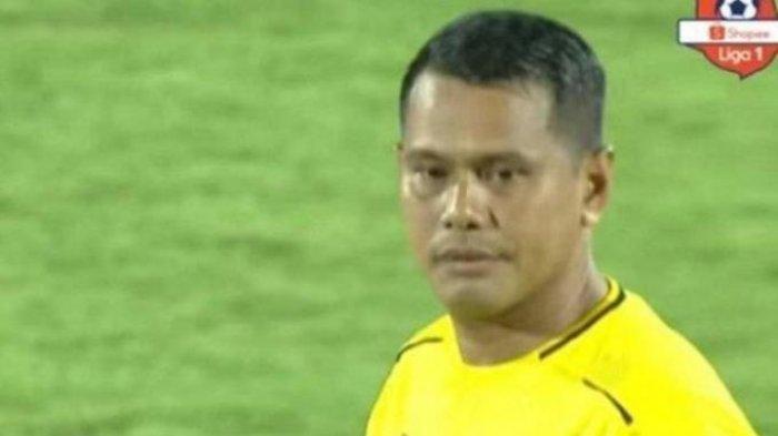 Wasit Faulur Rosy jadi Sorotan di Laga Madura United vs Persib Bandung, Beri Penalti Kontroversi?