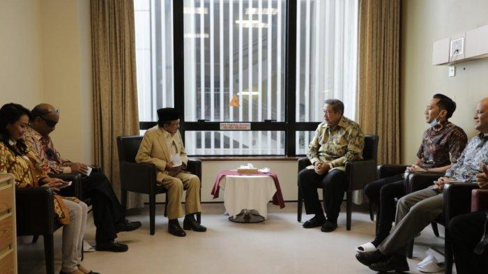 VIDEO BJ Habibie Jenguk Ani Yudhoyono di Singapura, Disambut Langsung Oleh SBY