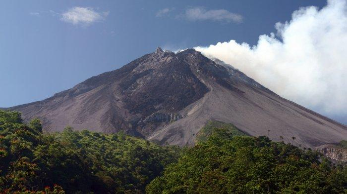 Tuesday Afternoon, Mount Merapi Released Hot Clouds of Avalanches, Glide Distance about 1000 Meters