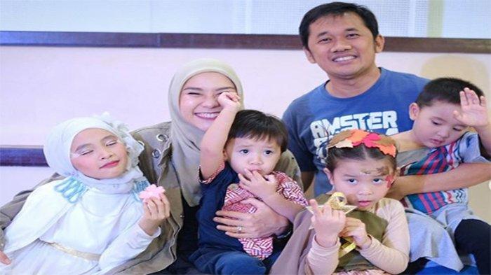 Zaskia Adya Mecca dan Empat Anaknya Dirawat di Rumah Sakit, Hanung Bramantyo: Sakit Sekeluarga