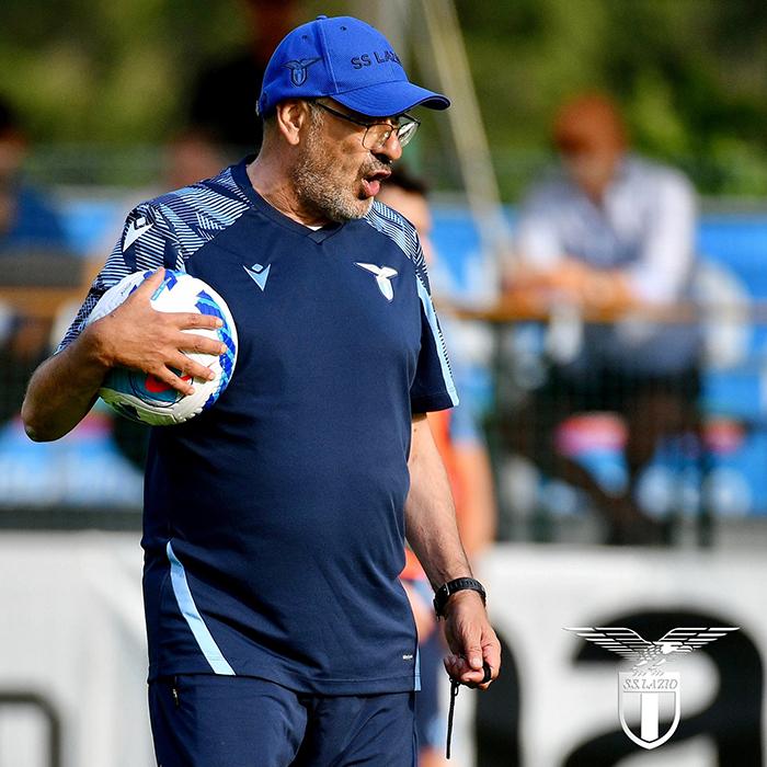 Pelatih Lazio Maurizio Sarri memimpin latihan pra musim 2021-2022