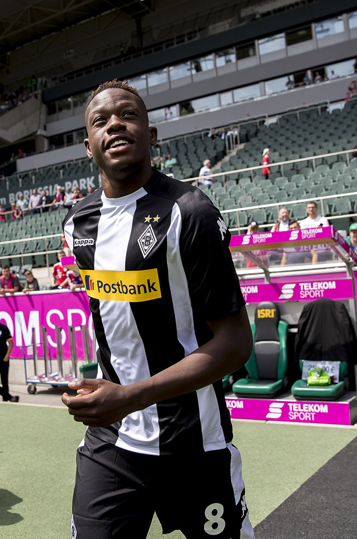 Denis Zakaria pemain Borussia Moenchengladbach