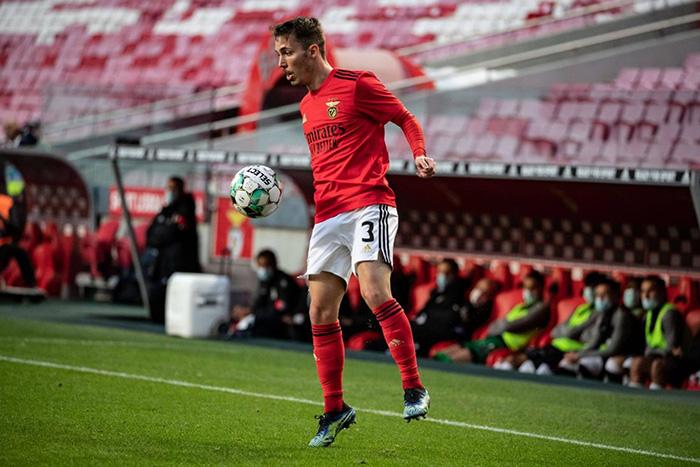 Alex Grimaldo, pemain Benfica yang diincar AS Roma untuk menggantikan Leonardo Spinazzola yang cedera