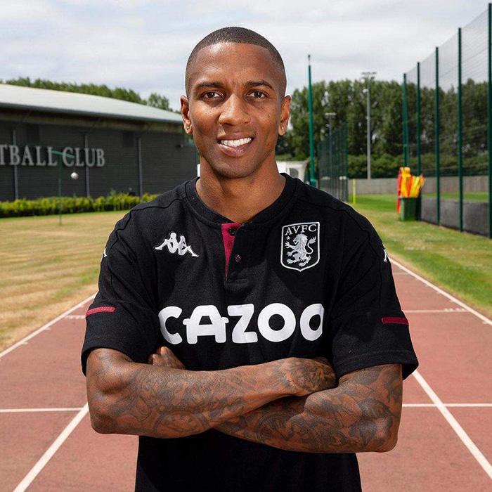 Ashley Young resmi kembali bergabung dengan Aston Villa setelah habis kontrak di Inter Milan