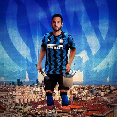 LIGA ITALIA - Khianati AC Milan, Hakan Calhanoglu Resmi Gabung Inter Milan