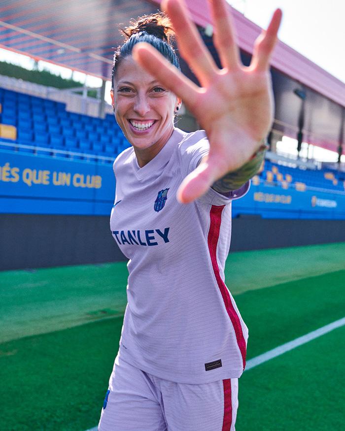 Jersey away Barcelona musim 2021-2022 dipakai Jennifer Hermoso, pemain Barcelona Putri