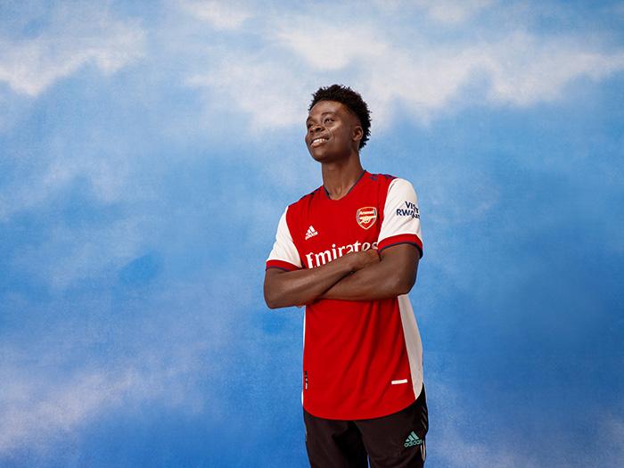 Jersey Home Arsenal musim 2021-2022 dipakai Bukayo Saka