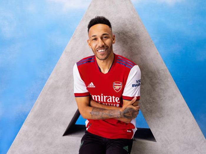 Jersey Home Arsenal musim 2021-2022 dipakai Pierre-Emerick Aubameyang