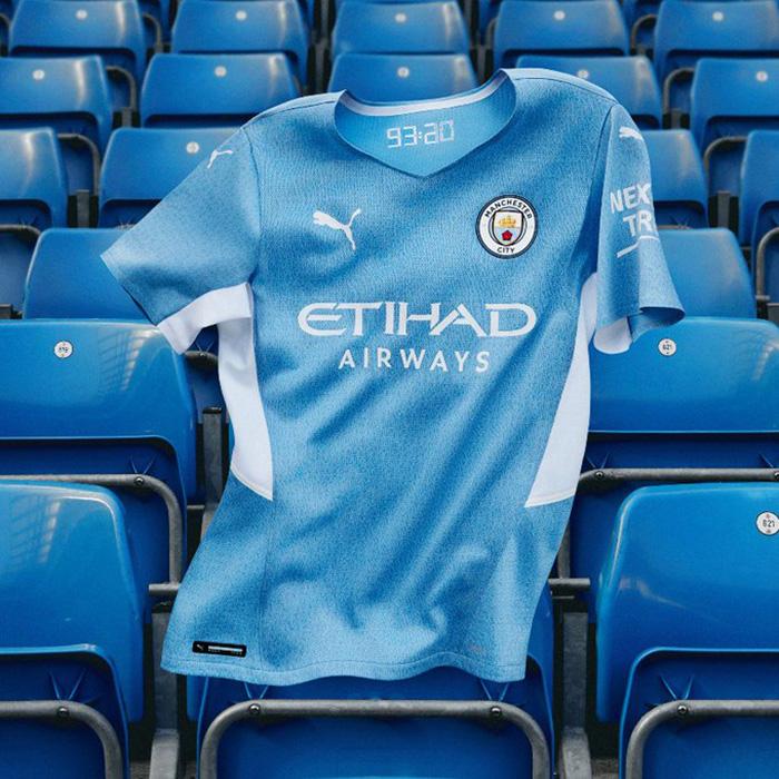 Jersey Kandang Manchester City untuk musim 2021-2022