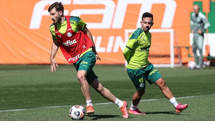 Matias Vina latihan bersama Palmeiran di Liga Brazil