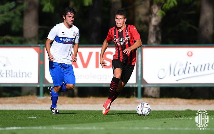 Hasil ujicoba pramusim AC Milan menang 6-0 atas Pro Sesto, pemain muda AC Milan Kerkez Milos (17 tahun) mencuri perhatian dengan mencetak dua gol.