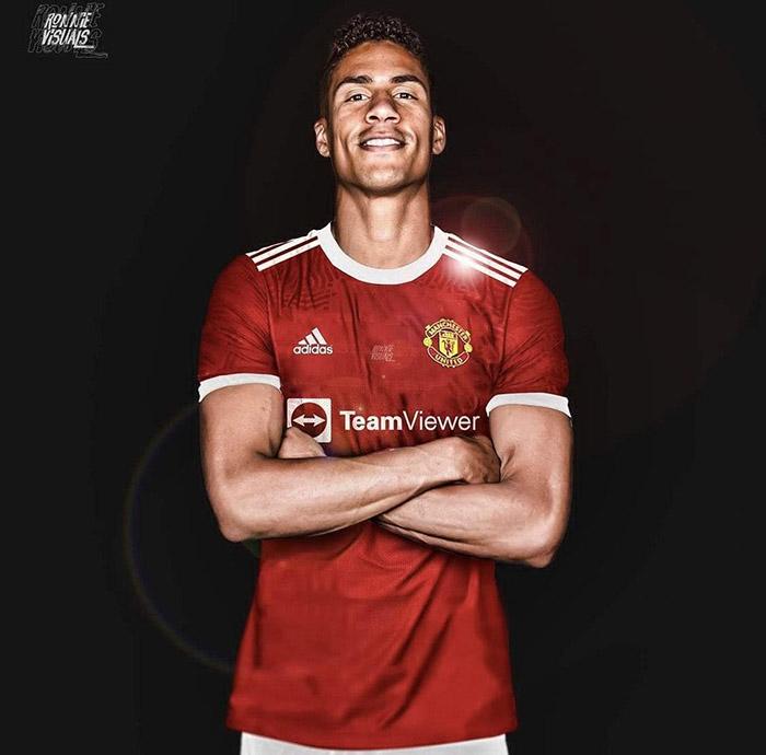 Raphael Varane di mockup dengan jersey Manchester United