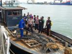 10-ton-kabel-bawah-laut-diamankan-dari-km-reva-2_20160526_130349.jpg