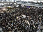 12082019-demo-di-bandara-hong-kong.jpg