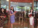 20072019_puteri-indonesia-pariwisata-2019-jesica-fitriana-house-of-mustika-ratu_gunting-pita.jpg